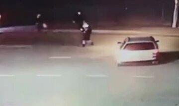 Водій збив дитину біля зупинки і втік, відео: кинуті сили на пошуки
