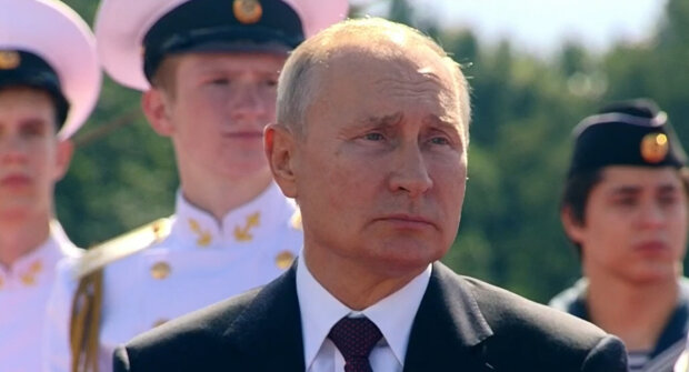 """Осунувшийся Путин на лодке напугал россиян: """"Врач прописал..."""""""
