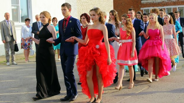 Потап, Melovin и не только: как выглядели украинские звезды на своем выпускном балу