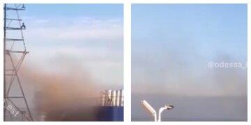 На борту є люди: судно спалахнуло в Чорному морі під Одесою, кадри НП