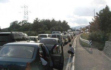 """Машину битком набитую детьми заметили по дороге в Кирилловку, фото: """"запихнули даже в багажник"""""""