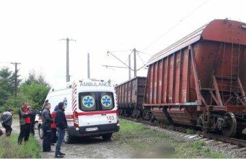 13-річна дитина залізла на вагон поїзда, все закінчилося трагічно: кадри з місця