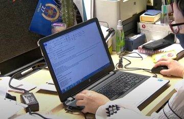 """Украинцам раздадут ноутбуки, в Раде приняли решение: """"Должен получить каждый, кто..."""""""