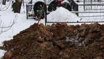 Серце українця зупинилося біля власноруч викопаної могили: деталі трагедії
