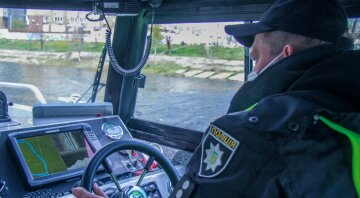 полиция, водный патруль в Киеве