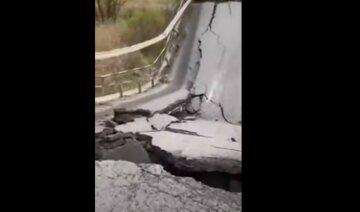 Мост рухнул перед носом у людей на Львовщине: кадры с места ЧП
