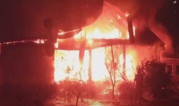 Під Києвом вогнем охопило житловий будинок: рятувальники винесли з руїн тіло 5-річної дитини