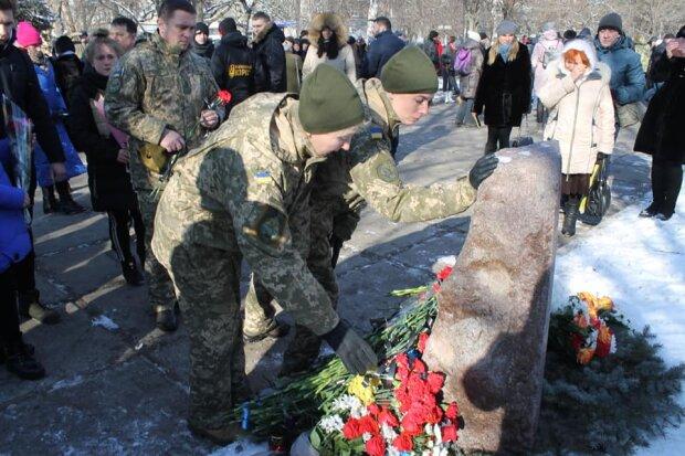 П'ять років тому терористи обстріляли Краматорськ: Нацкорпус вшанував пам'ять загиблих