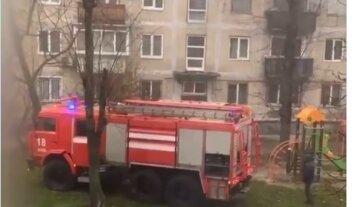 Вогонь охопив багатоповерхівку в Києві, люди змушені вистрибувати з вікон: відео з місця НП