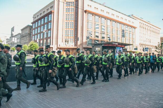 В воздухе запахло угрозой: в центр Киева массово свозят силовиков, готовится опасный марш