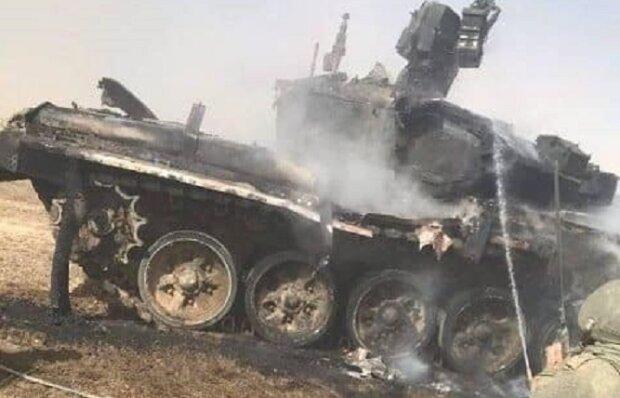 """Россияне уничтожили собственный танк выстрелом ракеты, кадры: """"непобедимые и опасные сами для себя"""""""