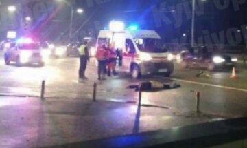 В Киеве на пешеходном переходе сбили человека: на место срочно съехались полицейские и скорая
