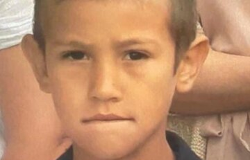 Хлопчик з карими очима зник безвісти: людей закликають допомогти з пошуками юного Колі