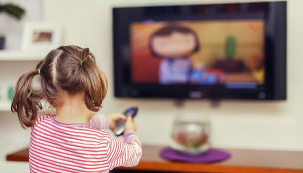 girl-watching-TV