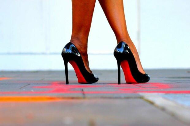 девушка, ноги, туфли, лабутены