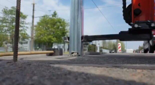 """В Днепре водителей обезопасят защитой от """"оленей"""" на дорогах, видео"""