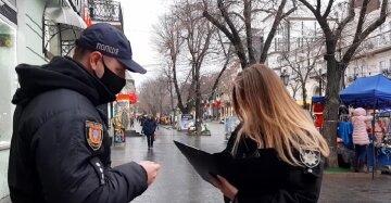 """Молода дівчина підрізала одесита на Дерибасівській: """"Попросив зателефонувати"""", фото"""