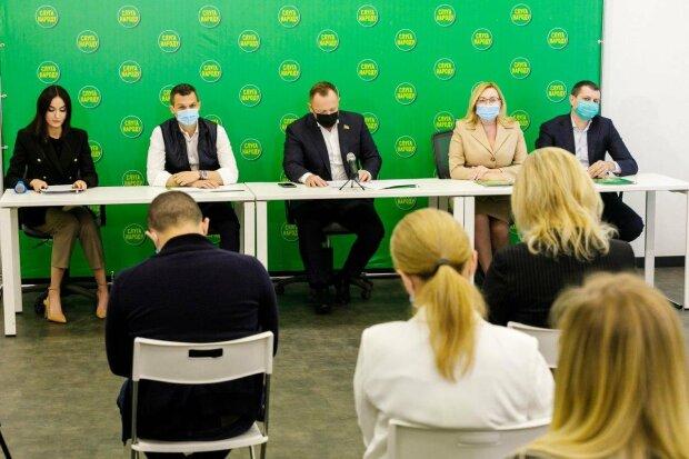 """Цели и имена одни, лица разные: на местные выборы в Харькове идут необычные """"клоны"""", фото"""