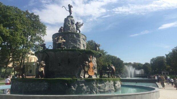 """""""Відмінно б виглядав у дворі Пшонки"""": харків'ян приголомшив фонтан з мавпами"""