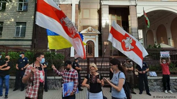 """Українцям чітко пояснили, чому вони живуть краще за білорусів: """"Це наслідок більшої..."""""""