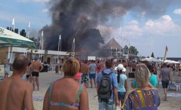"""Огненное ЧП на базе отдыха в Затоке напугало отдыхающих, видео: """"слышны взрывы"""""""