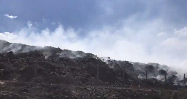 У Луганській області пожежа дібралась до Сєвєродонецька: кадри з місця подій
