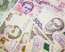 В чем лучше хранить деньги в Украине