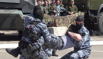 """Оккупанты сообщениями заманивают в свои ряды местных жителей: """"У ОМОНа """"ЛНР"""" все плохо?"""""""