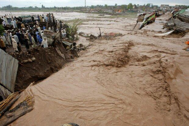 Водний армагеддон обрушився на «святу землю», місто йде під воду: кадри катастрофи