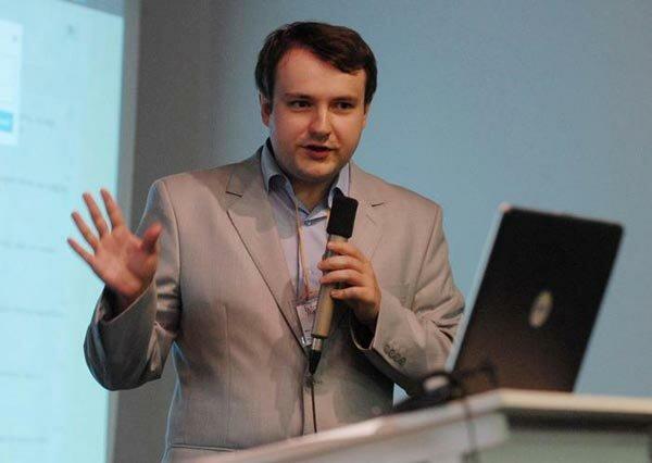 Олещук: Луценко робить двозначні заяви, щоб у будь-який момент переграти ситуацію