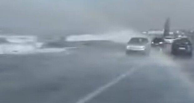Сильнейший шторм обрушился на Объездную дорогу в Одессе: кадры облетели сеть