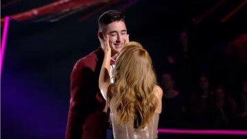 """19-річний переможець """"Голосу країни"""" показав своє щастя з нареченою, яка старша за нього: """"Світло в тобі"""""""