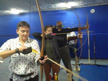Савченко повправлялася у стрільбі з лука (фото)