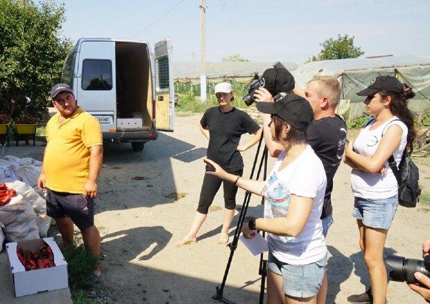 """Гигантские овощи вырастили фермеры на Одесчине, фото: """"два на килограмм"""""""