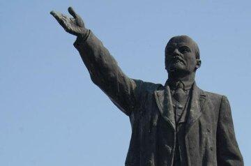 В Киеве внезапно появился памятник Ленину, фото: жители удивлены