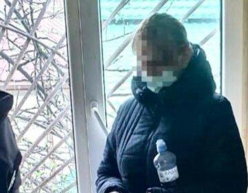 Пырнула ножом и побежала к соседу: застолье обернулось трагедией на Закарпатье, кадры с места