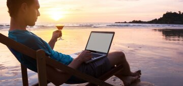 отдых, море, доход, фриланс, ноутбук