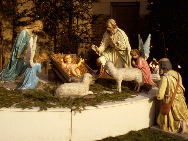 Поздравление с Рождеством Христовым в стихах: для семьи и близких