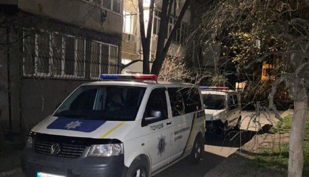 Взрыв прогремел в  многоэтажке Одессы, съехались полиция и спасатели: кадры с места ЧП