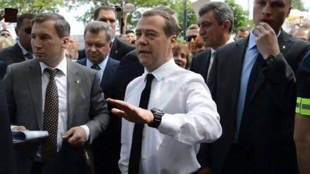Медведев стал символом украинского Крыма: пропагандисты в растерянности, фотофакт