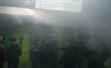 Станцію метро в Харкові заволокло димом: людям стало складно дихати, кадри НП