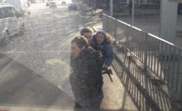 Разгромили маршрутку: в Днепре разыскивают неадекватных дебоширов, фото