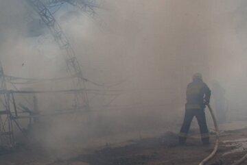 НП на Різдво в Києві: вогонь повністю охопив кафе, кадри лиха