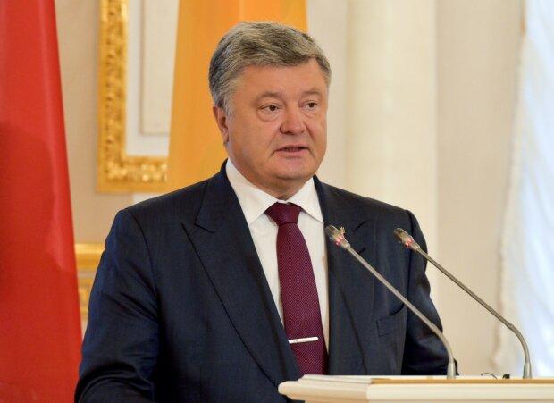 Прошу и надеюсь: Порошенко сделал «последнее предупреждение» депутатам, без этого закона не будет помощи