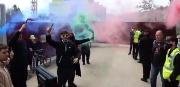 """Люди взбунтовались в Одессе, в ход пошли файера, видео: """"Труханов верни..."""""""