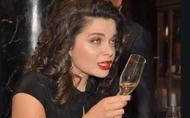 """Пьяная Королева вышла в эфир после измены Тарзана и сорвалась на мат: """"Не могу пережить..."""""""
