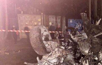 """Страшна ДТП в Одесі, авто перетворилося на купу металу, влетівши у двір будинку: """"Всередині було п'ятеро людей..."""""""