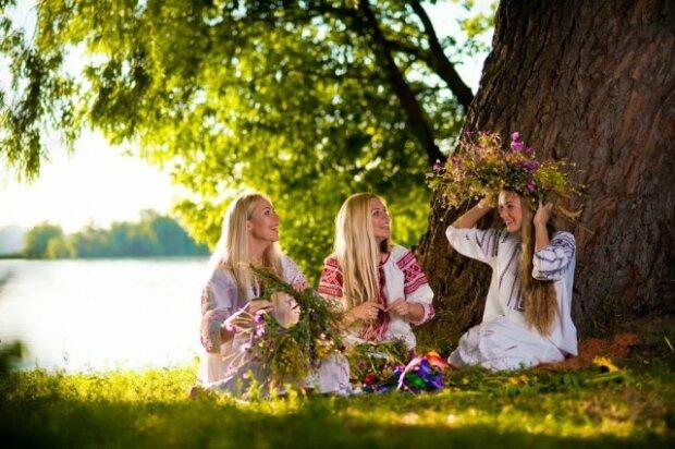 поздравления с троицей, девушки венки, лето, цветы