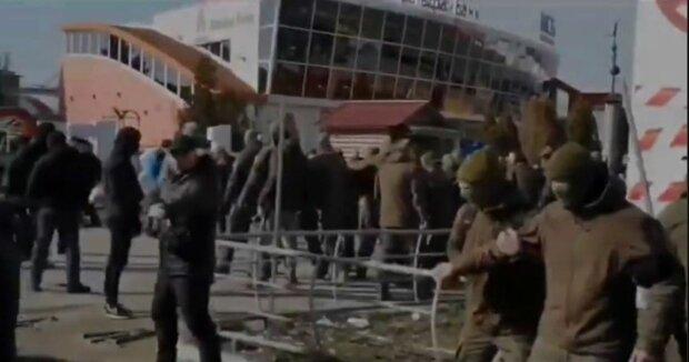 Стрельба и взрывы гремят в Харькове: бунт вышел из-под контроля, кадры