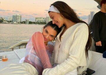 """""""Две искусительницы"""": Белла Хадид и Кендалл Дженнер покорили пикантными нарядами на яхте"""